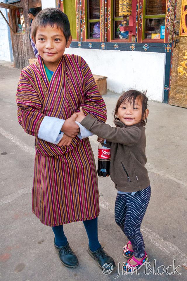 BHU-3010--Boy-and-sister-in-Jakar----Merge-(2)