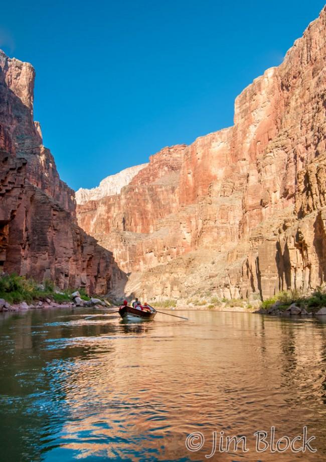 DU069--Cruising-down-the-river---Pan-(3)