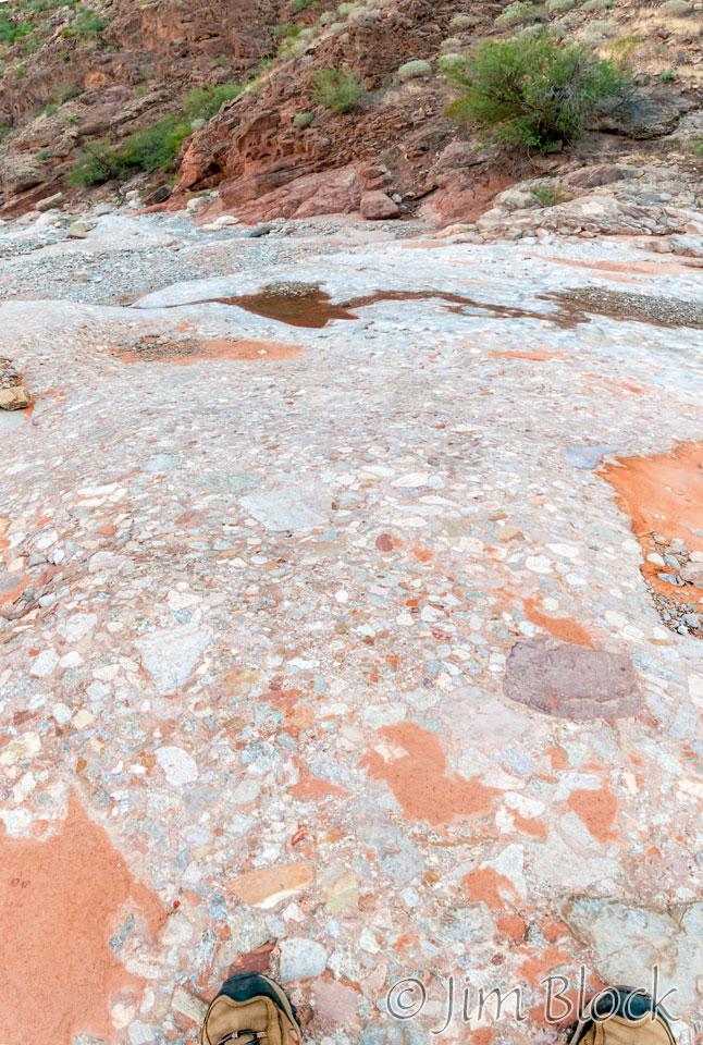DU217-Embedded-stones--Pan-(4)