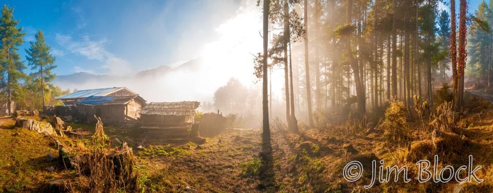 BHU-7603--Phobjikha-home-in-early-fog----Pan-(11)