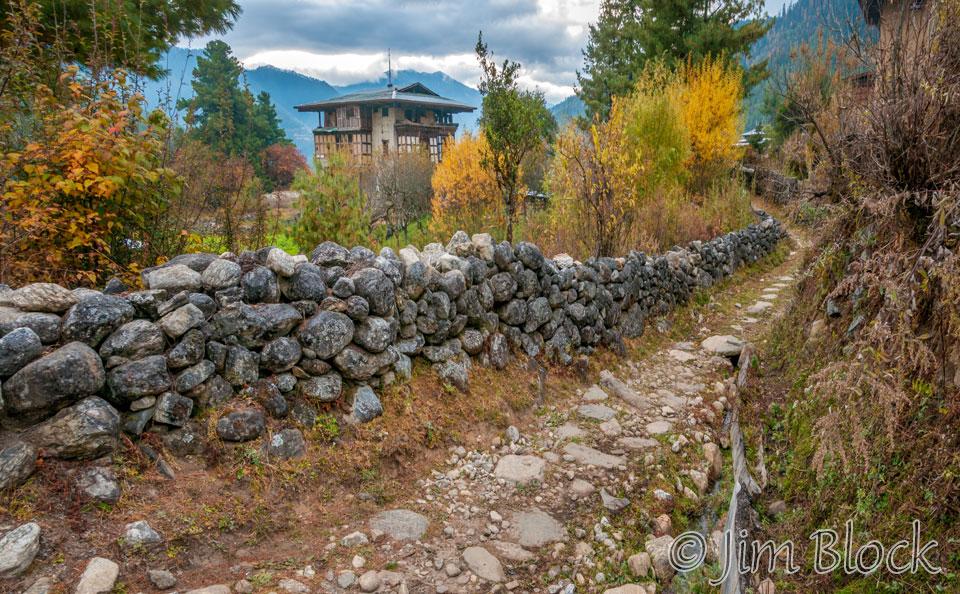 BHU-0569--Path-from-Lechuna-Lodge--Pan-(2)
