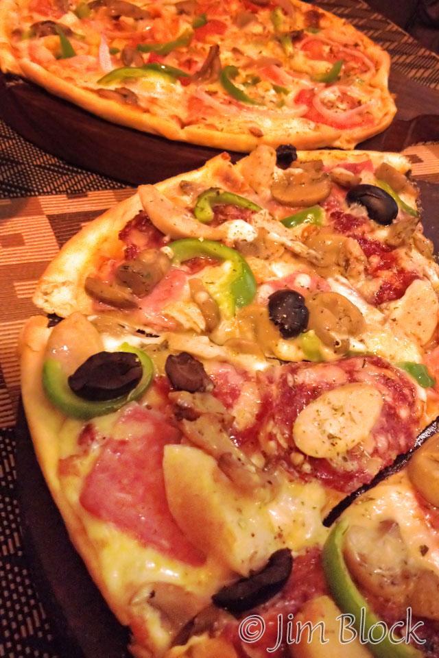 BHU-11294-Seasons-Restaurant-pizza