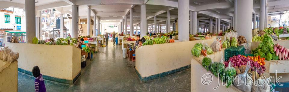 BHU-11834--Veggies-at-Weekend-Market---Pan-(4)
