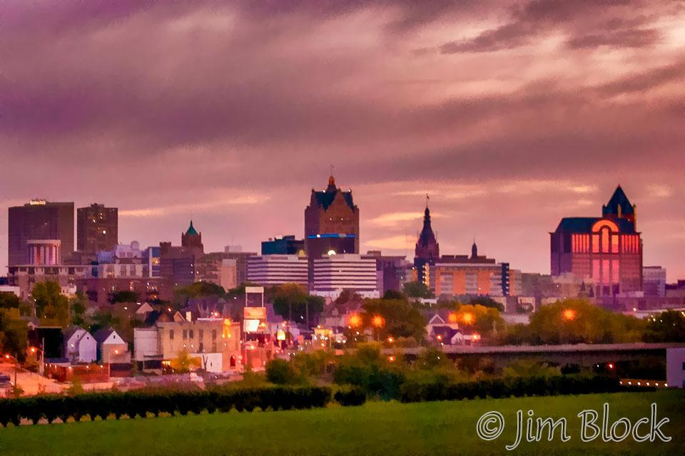 DY215K-Simply-Milwaukee-at-Night
