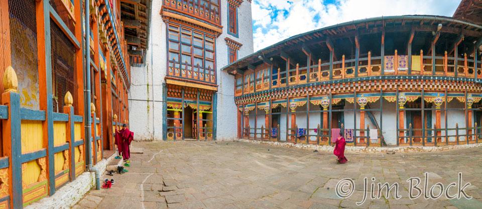 BHU-2835--Monk-side-of-Jakar-Dzong--Pan-(4)