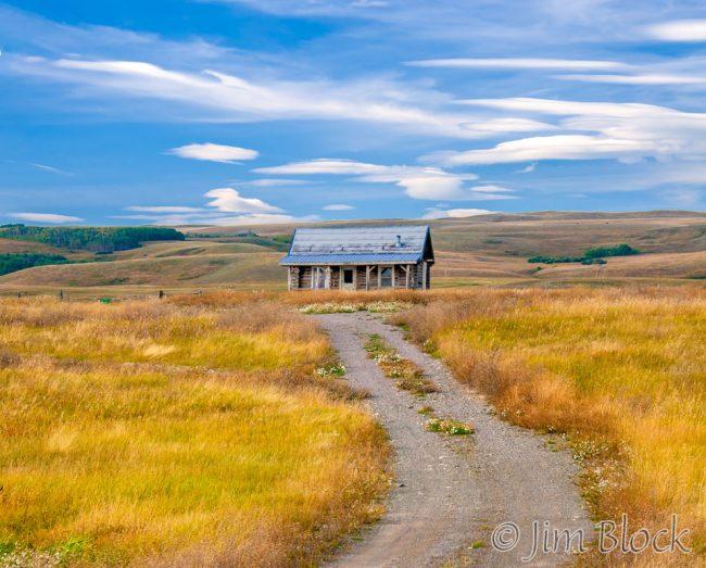 DX820H,I---Lone-Barn-in-East-Glacier-Park---Pan-(2)